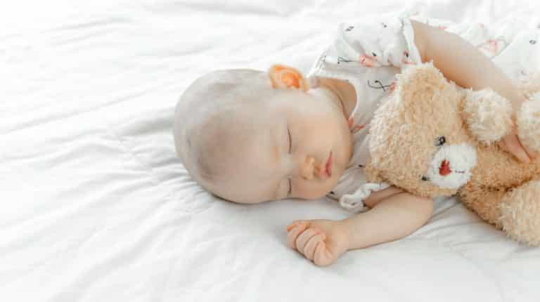 Bebê dormir a noite toda é milagre